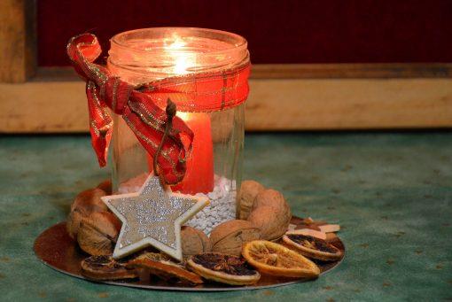 Blask świecy, zwiastun ciepła, bliskości, nadziei